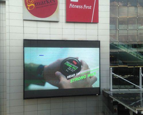 ป้าย LED หน้าห้างเทอมินอลใกล้สถานีBTS อโศก